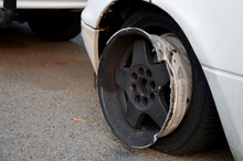 Puncture And Retraction Of The Car Tire On The Curb At High Speed Will Damage The Aluminum Wheel Rim And Retract The Rubber. Parking On The Sidewalks Will Destroy The Side Of The Rubber And Cord