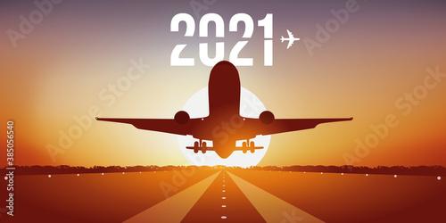 Fotografija Carte de vœux 2021 pour les compagnies aériennes, montrant un avion prenant son envol, en décollant de la piste d'un aéroport devant un coucher de soleil