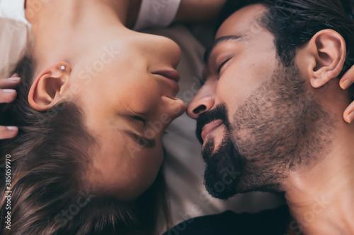 Cuadros en Lienzo Close up mature couple in love