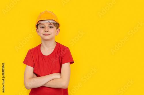 Fotografiet Teenager in protective helmet on yellow background