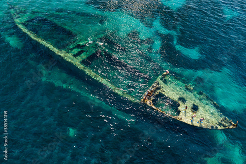 Fotografía Aerial view of shipwreck Michelle near the island Dugi otok in Adriatic sea, Cro