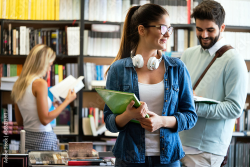 Group of college students studying in the school library Fototapet