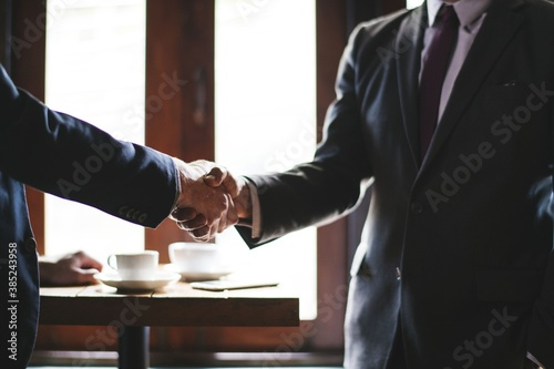 Foto Handshake between two business people