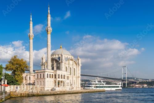 Obraz na plátně Ortakoy mosque and Bosphorus bridge in Istanbul, Turkey