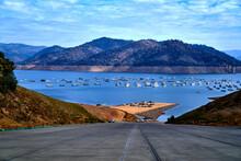 Lake Oroville California, Lake  And Mountain View .