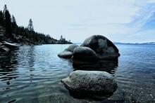 Rochers Sur Le Lac Tahoe