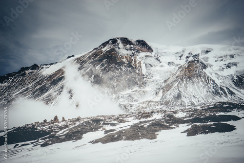 Fototapeta Summit of Ostry Tolbachik volcano, volcanic landscape obraz