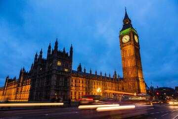 イギリス ライトアップされたロンドンのウェストミンスター宮殿とビッグ・ベン