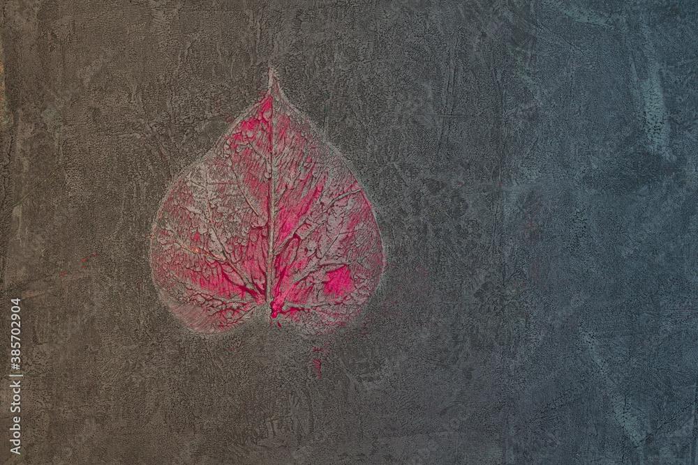 Fototapeta Liść pokryty i zatopiony w farbie, abstrakcyjne tło, struktura.