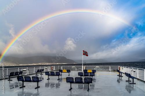 Tęcza nad Ofotfjordem, widok z promu na Lodingen