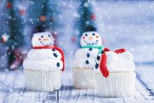 Iced Christmas Snowman Cupcake...