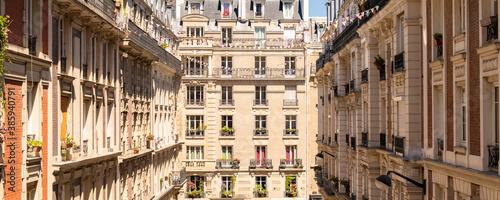 Foto Paris, beautiful building, typical parisian facade