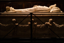 Ilaria Del Carretto Statue In ...