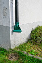 Metal Downpipe With Plastic Ou...