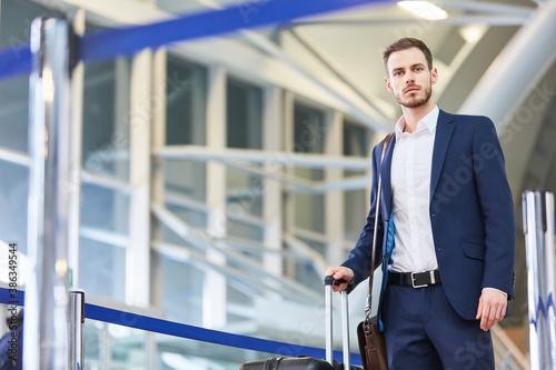 Obraz Business man on a mission - fototapety do salonu