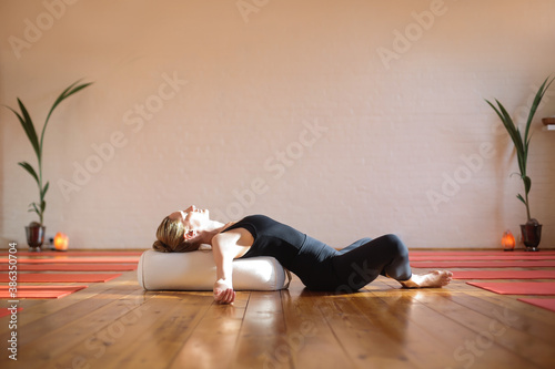 Foto Woman practicing yoga at home during quarantine