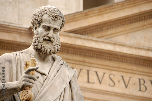 Obrazy Michał Anioł Buonarotti  the-statue-of-st-peter-stands-in-front-of-the-famous-catholic-basilica-a-splendid-place-of