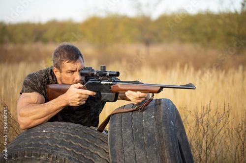 Tela Close up image of male shooting rifle