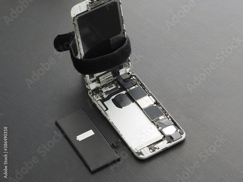 Fototapeta Opened smartphone, with new battery. obraz