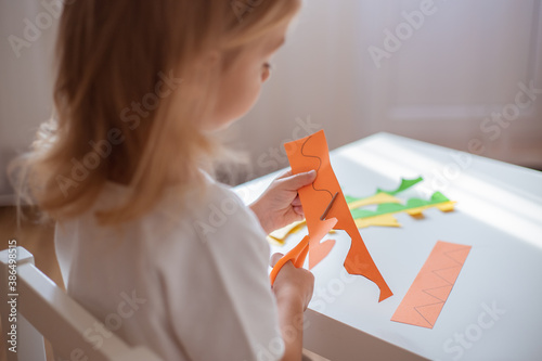 Tablou Canvas Scissor skills, preschools cutting practise worksheets.