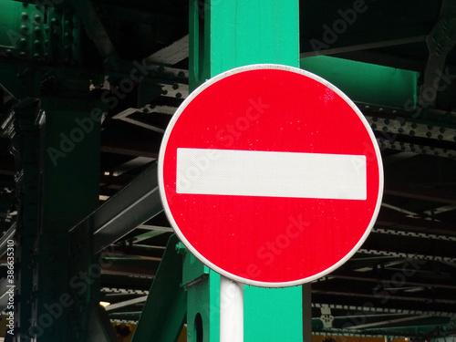 進入禁止の交通標識