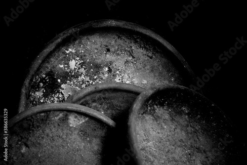 Fotomural Old dirty and useless clay pans in black and white