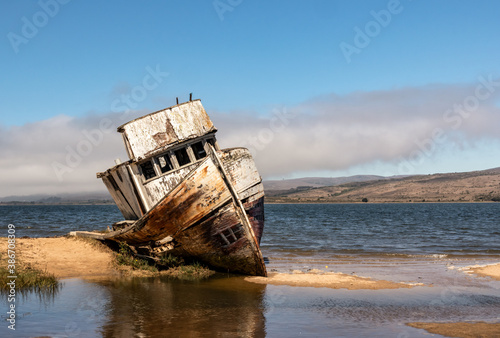 Fotomural Point Reyes shipwreck, an abandoned boat in Inverness California, Point Reyes Na
