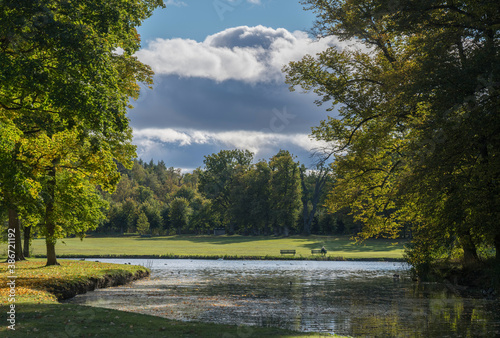 Fotomural Autumn park view over the meadows, ponds and trees in the park on the Drottningh