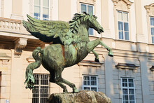 Pegasus Fountain Sculpture In ...