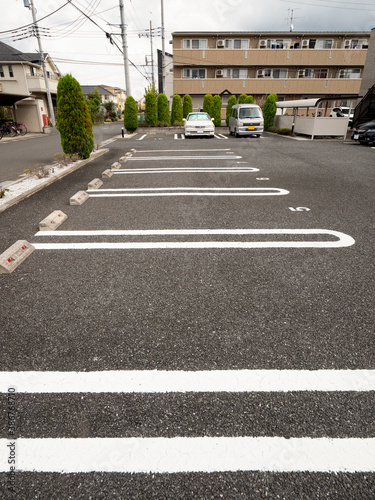 Canvas Print 東京近郊の住宅街にあるアパートの駐車場。2020年9月、埼玉県越谷市にて撮影。