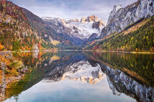 Obraz Lake Gosau, Austria. Landscape image of the Lake Gosau, Austria located in European Alps at autumn sunset. - fototapety do salonu