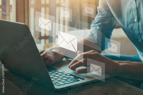 Foto email marketing concept, company sending many e-mails or digital newsletter to c