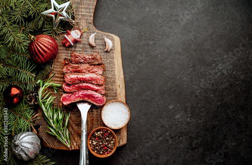 Obraz na płótnie Different degrees of roasting of steak on a meat fork for Christmas on a backgro