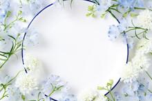 花の招待状 白いお皿...