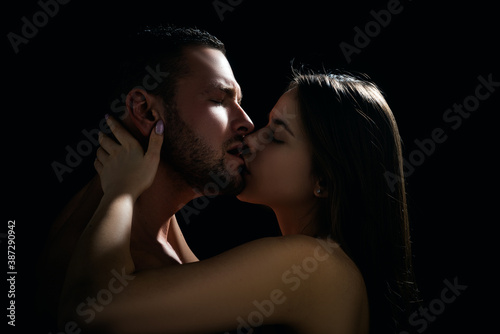Fotografía Close-up of young romantic couple is kissing each other.