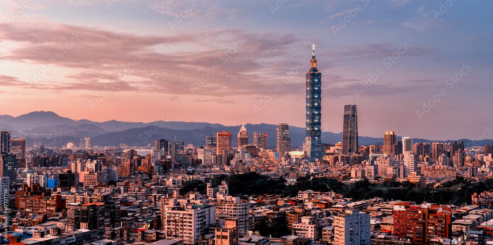 Fototapeta Sunset of  Taipei city from day to night, Taiwan