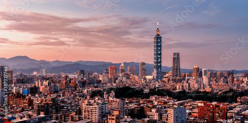 Obraz Sunset of  Taipei city from day to night, Taiwan - fototapety do salonu