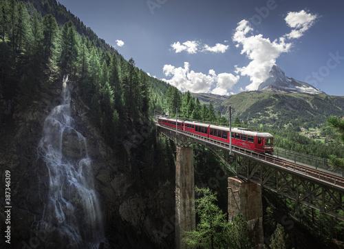 Fototapeta Landscape, Nature and Travel photography in Zermatt, Switzerland. Matterhorn, Lakes, Reflection, Sunset, Sunrise obraz na płótnie