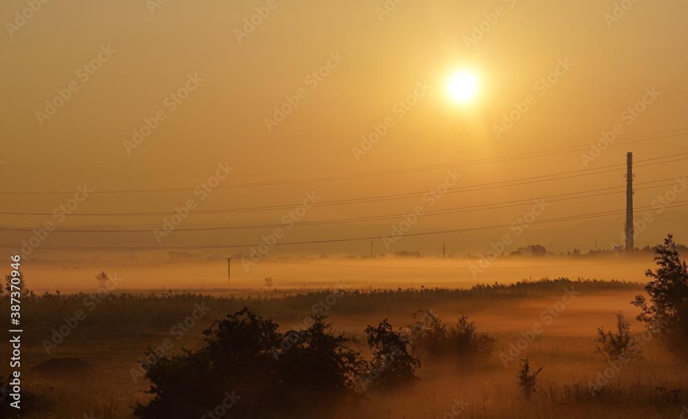 Fototapeta wschód słońca na przedmiesciach