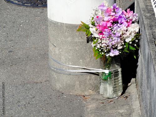 Fotografia 歩道の献花