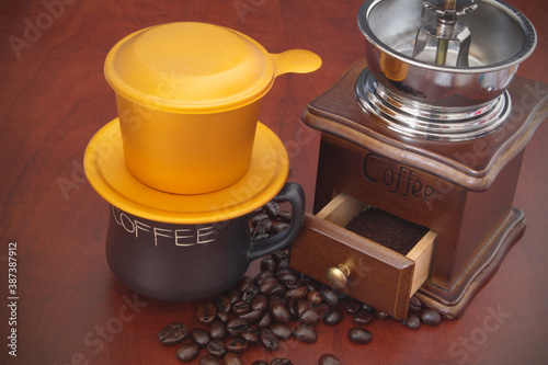 Tablou Canvas Traditional vietnamese drip coffee, vintage coffee grinder and roasted beans