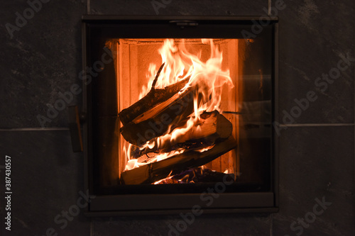 Obraz fuoco fiamma camino caminetto fornello stufa caldo amore casa - fototapety do salonu