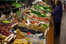 Marché De Légumes Et Fruits,...
