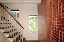 階段と明かり窓