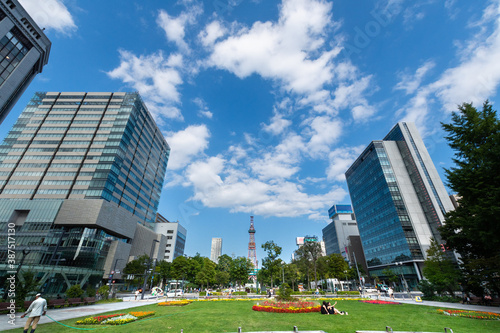 Carta da parati 晴れた日の大通公園 / 北海道 札幌市の観光イメージ