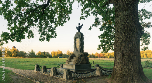 Foto Monument to the 4th infantry division on Borodino field in the evening