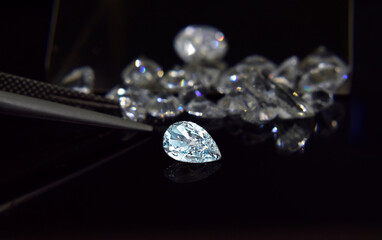 Real diamonds that are selected, clear and clean Beautiful and expensive