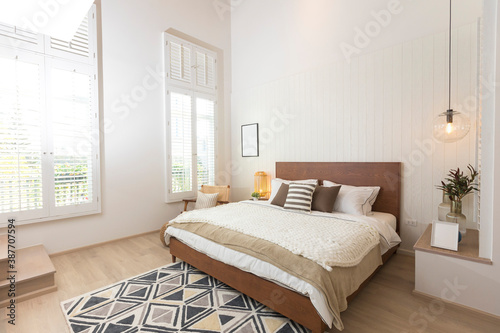 Billede på lærred Master bedroom in rustic style with minimalist white double bed and hanging lamp