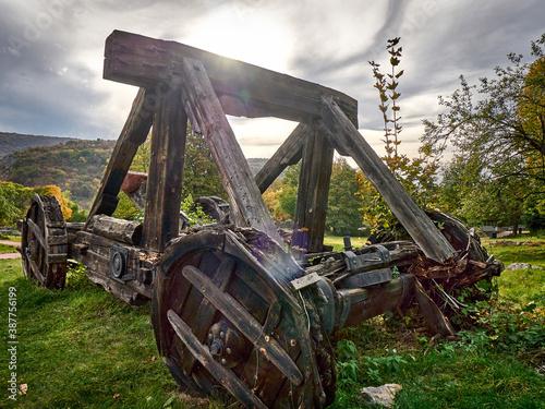 Аn old rotten catapult Fotobehang