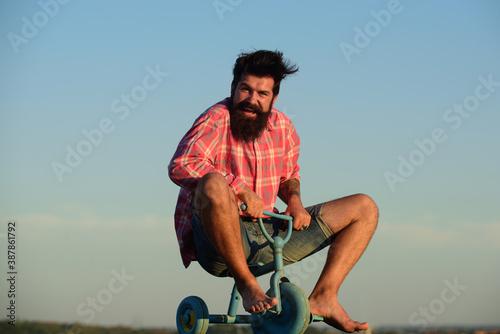 Cuadros en Lienzo Crazy man bicyclist riding three wheeled bicycle.